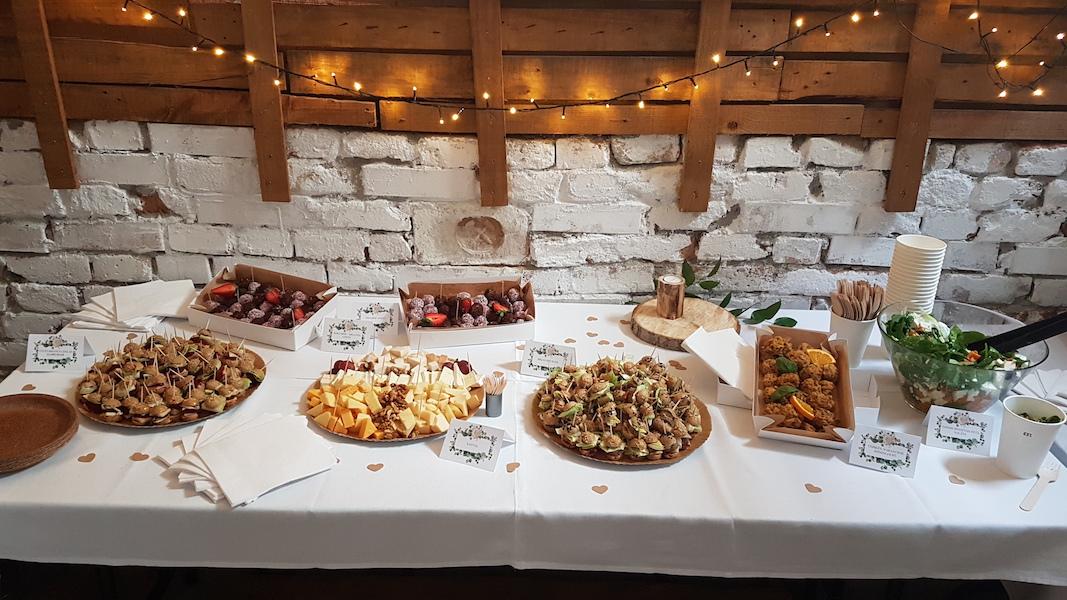 Esküvői catering terítés